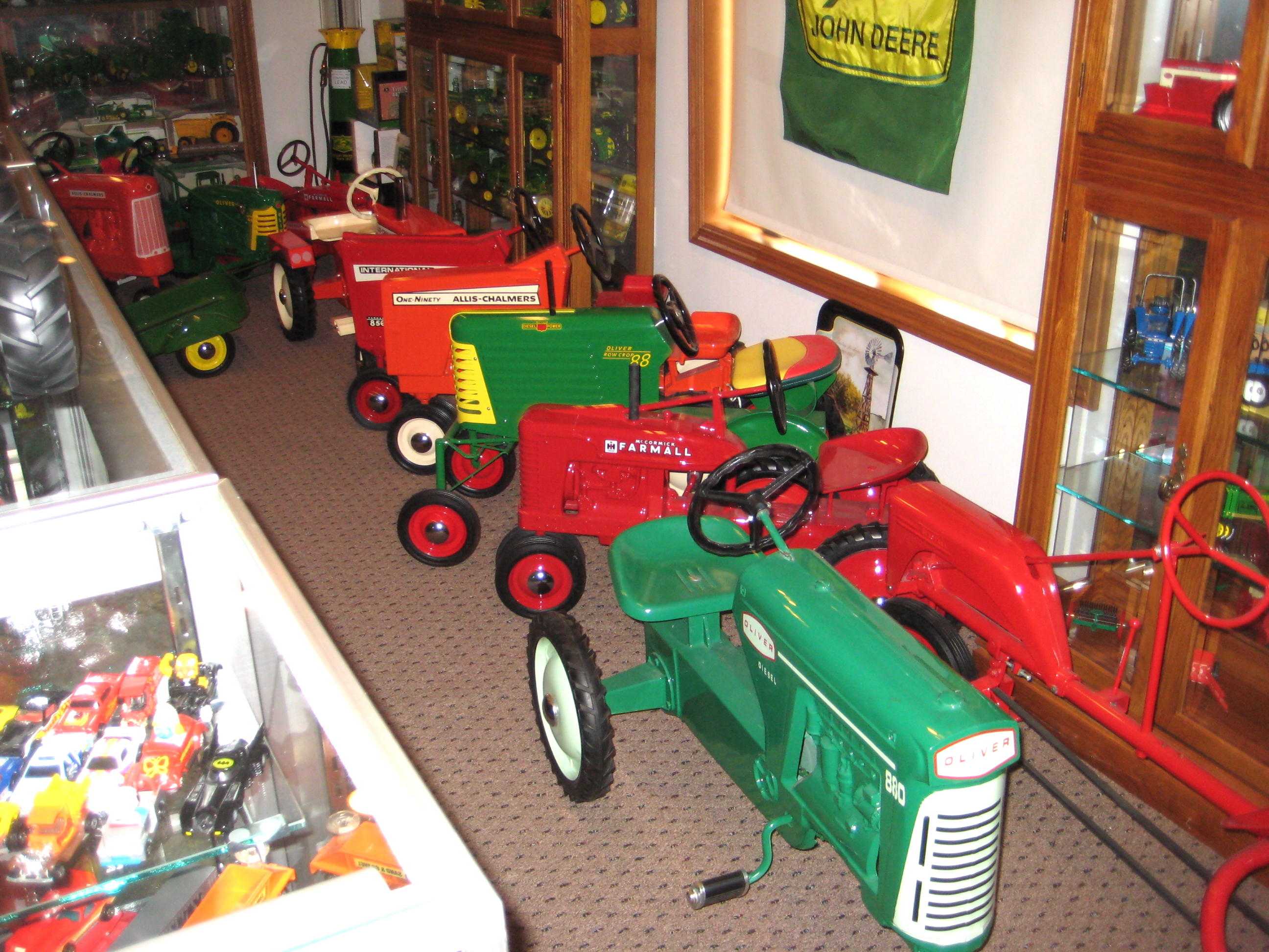 PEDAL TRACTOR AUCTION